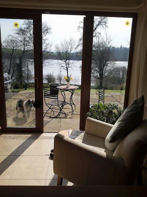 Inchin Lake House - Cavan. Luxury ensuite room A