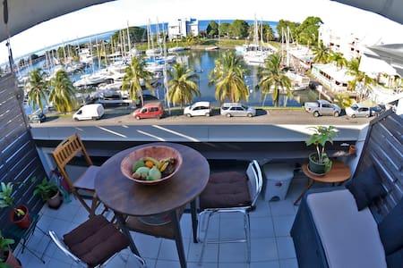 Appartement T3 (70 m2)  marina de riviere sens - Lakás