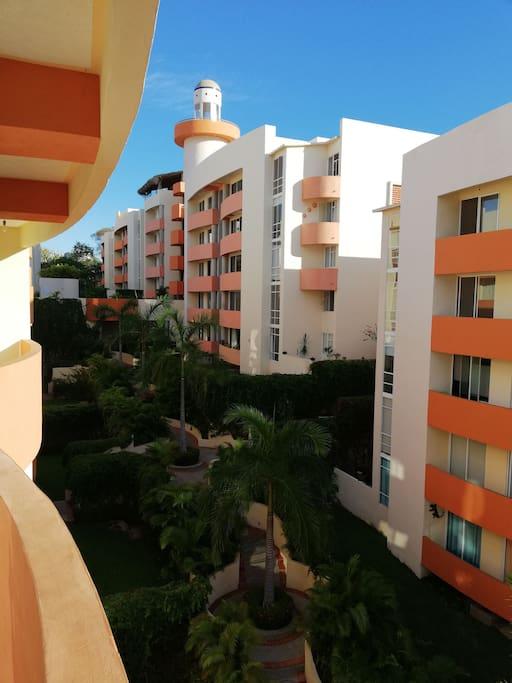 Vista desde el balcón al condominio