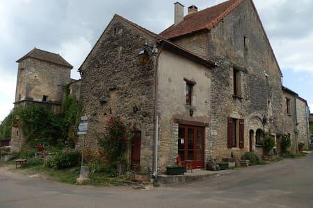 La Malle  aux chimères - Chateauneuf