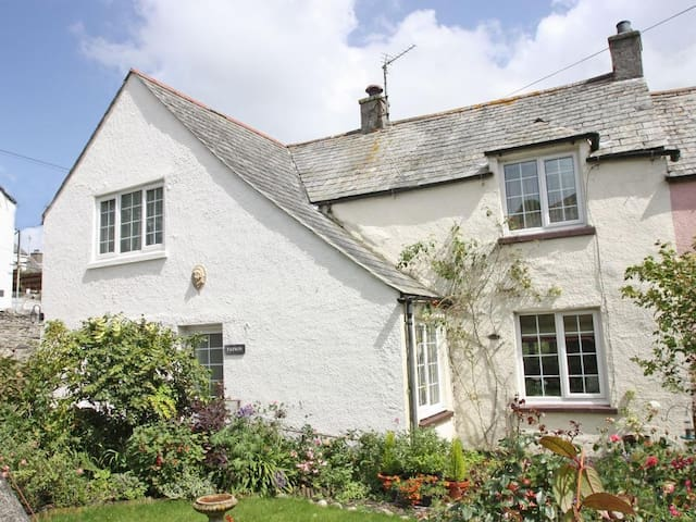 PARWIN, pet friendly, with open fire in Tintagel, Ref 959592