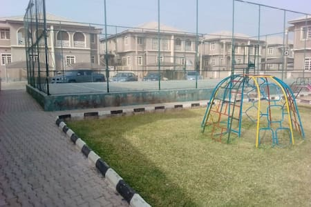 TinyHouse,stone throw from Banex Junction, Wuse 2