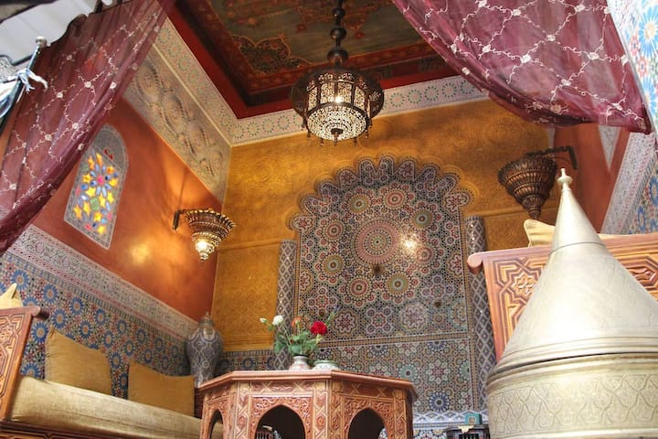"Riad BIBTIA, Chambre DBL: ""B&B"", ,Idéalement situé"