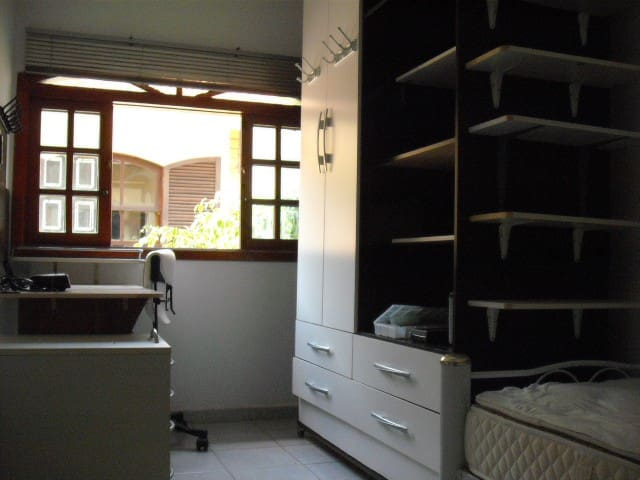 Room at 1 MINUTE from the METRO