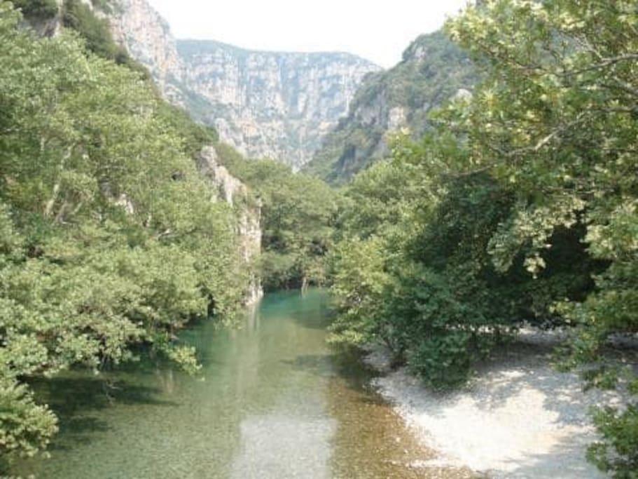 Our location. Vikos Gorge. Klidonia Bridge. 1 km.