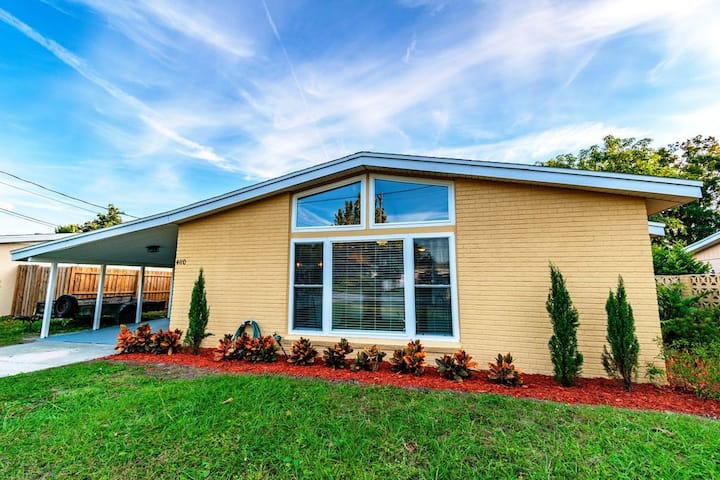 Modern Tampa MidTown Apartment - Free parking