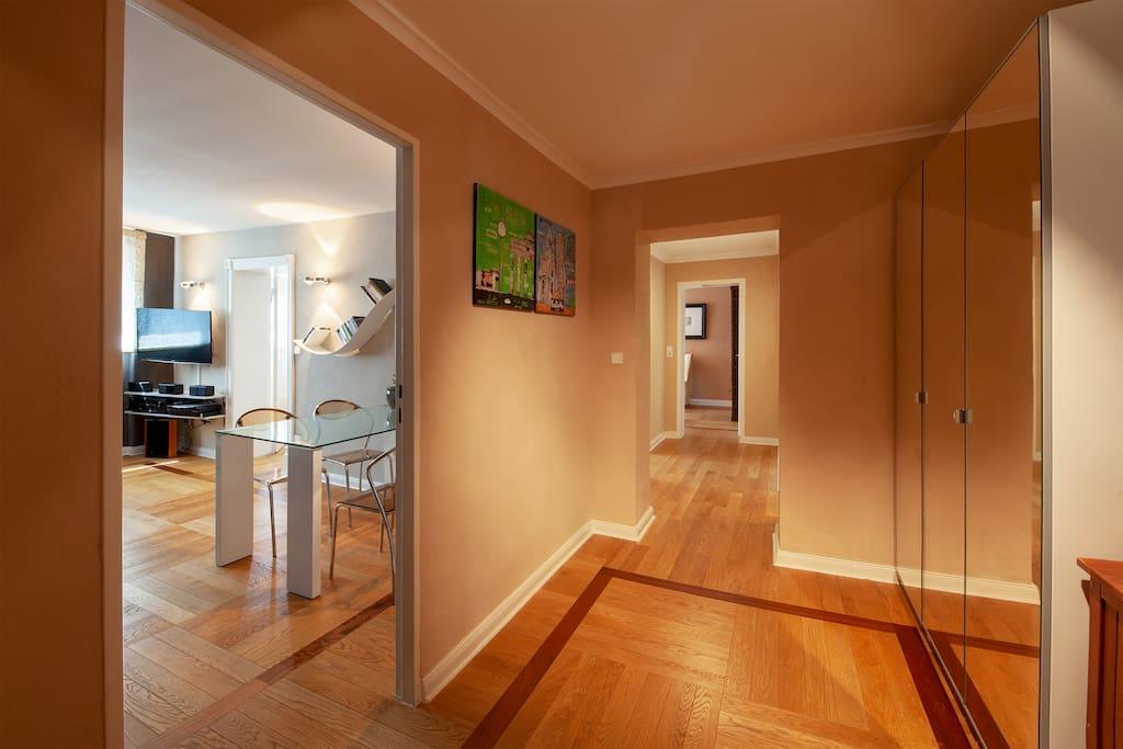 Das ist Dein erster Eindruck der Wohnung wenn Du das Apartment betrittst.