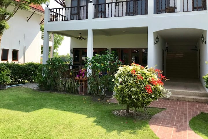 Lovely apartment just outside Hua Hin