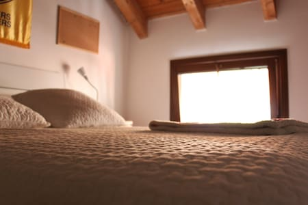 Bright, Wooden Roof Bedroom near the Train Station - Seregno