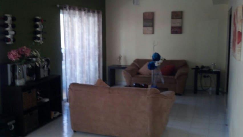 Acogedora recamara amueblada - Nuevo Laredo - Casa