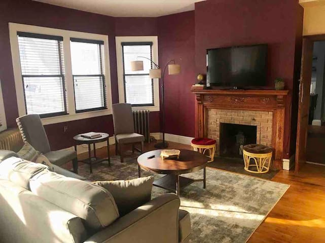 The Historical Charmer * Spacious 1BR + Den