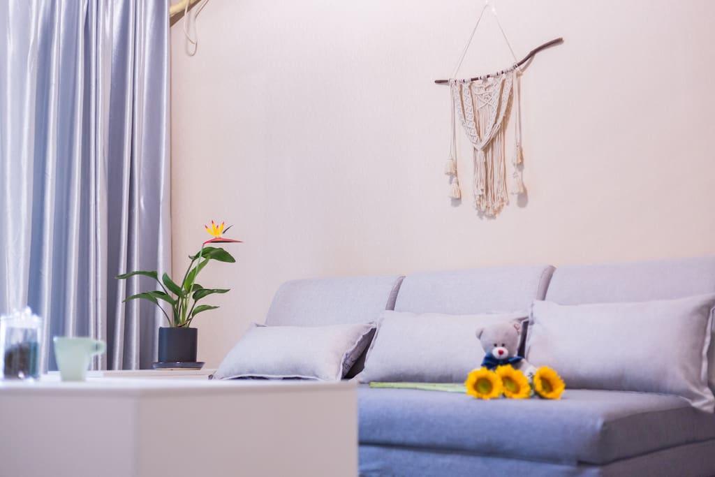 全新的品牌家具和沙发