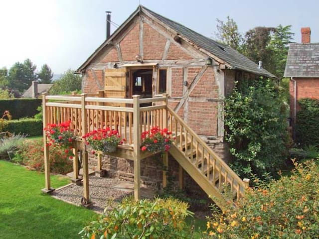 THE CIDER MILL, romantic in Westhope, Herefordshire, Ref 11799