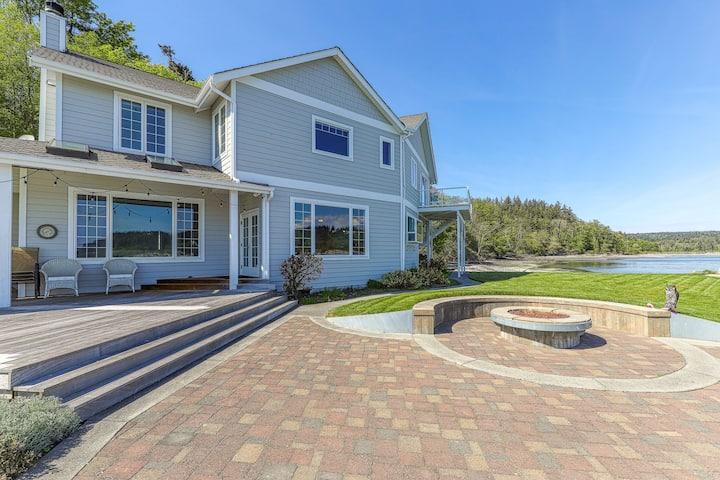 Family-friendly, beachfront home w/ patio, balcony & firepit