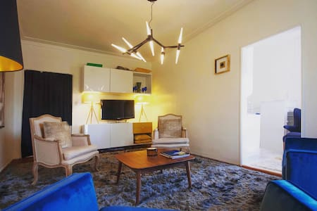 Prime Spot!  DT Beverly Hills; Easy Walk to Rodeo! - Beverly Hills - Daire
