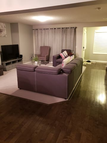 Sparkly clean Family-oriented   Home in Airdrie