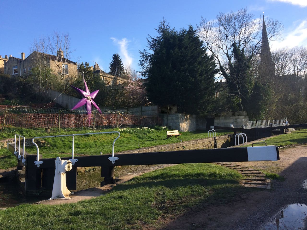The beautiful Kennet and Avon canal in Widcombe is where you will find us!