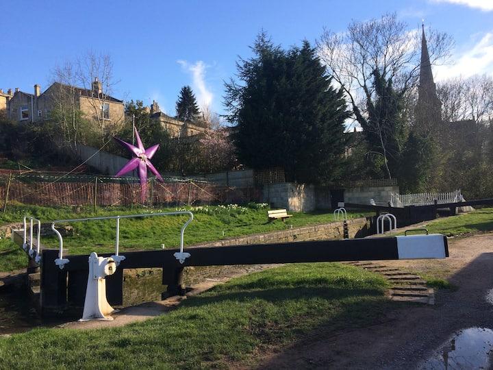 Entire Studio -Canalside Garden Studio in Widcombe