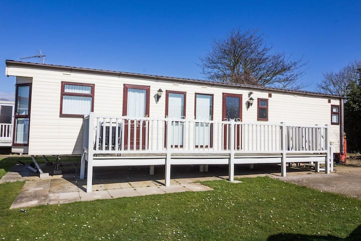 Great caravan with and dog friendly on Manor park Hunstanton ref 23072S