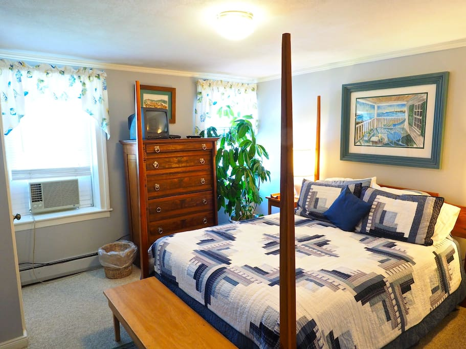 Queen bed in the main Seabreeze bedroom