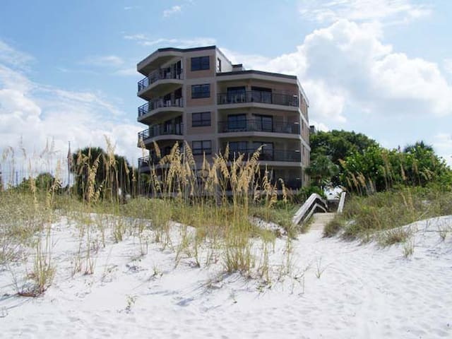 Luxury Sun and Sand on the Beach - Saint Pete Beach