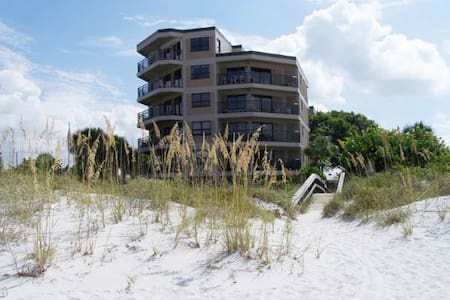 Luxury Sun and Sand on the Beach - Saint Pete Beach - Kondominium