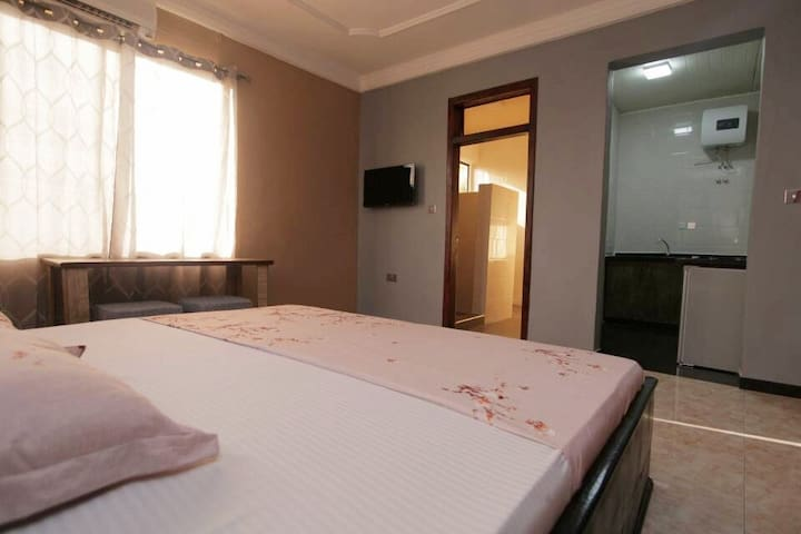 Welcoming rooms and homely feel. Great budget accommodation in the heart of East Legon, Accra, Ghana. Enjoy! Your room includes: Shower and W/C AC Kettle Stove Fridge  Shared amenities including: iron, washing machine, microwave