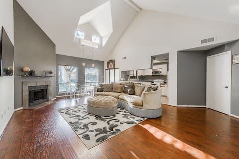 Guest Gorgeous lakefront townhouse