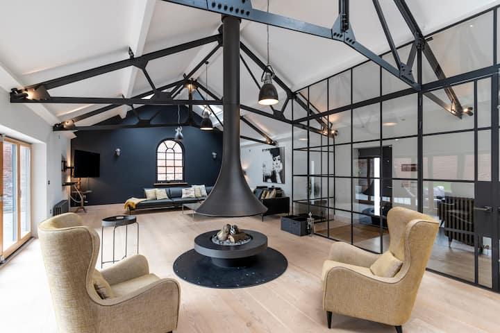 SandiLodge - Stunning modern four bedroom home