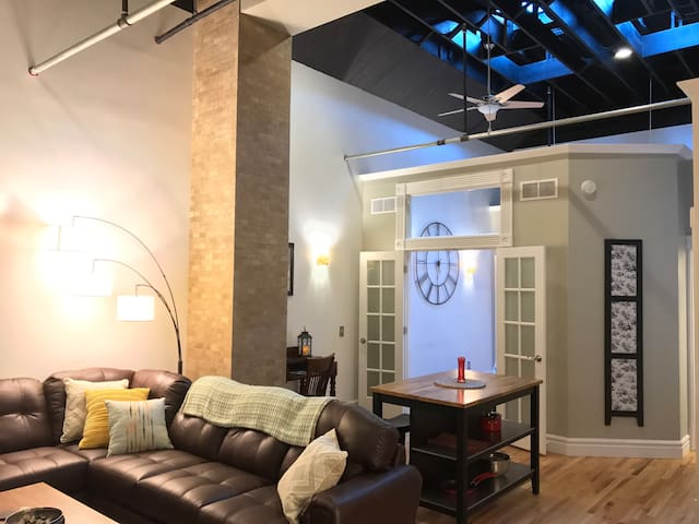 Modern & Unique One Bedroom Loft-Downtown Winona!