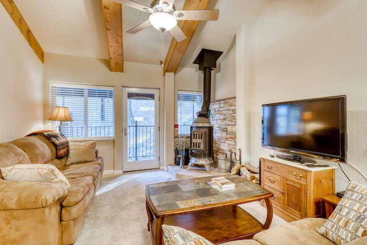 Cozy condo close to ski area with wood-burning stove and remodeled kitchen.