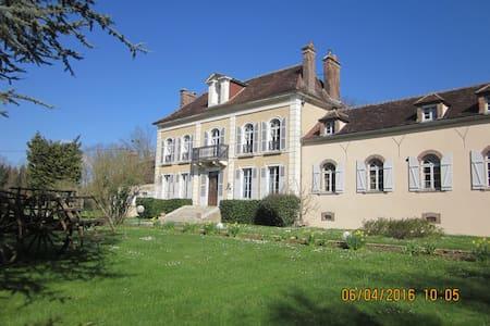 Chambre d'hotes entre Chablis et Auxerre (verte) - Venoy - Bed & Breakfast