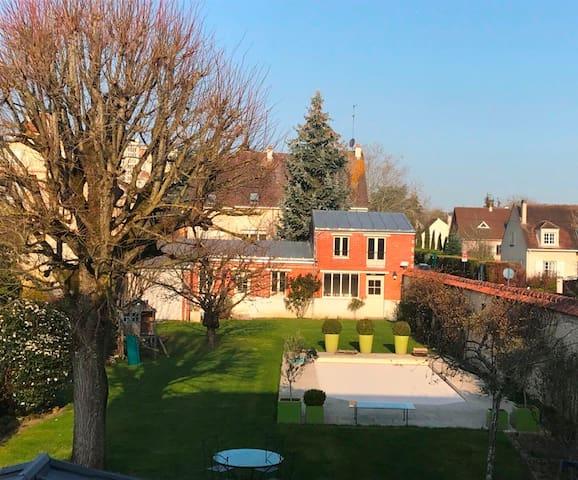 Maison particulière dans Fontainebleau, piscine