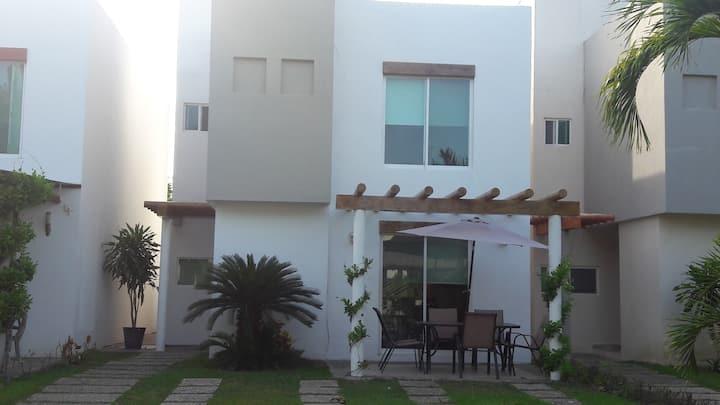 Excelente casa , Fracc. Banus, Acapulco Diamante.