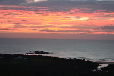 Close to secluded beach and lake,peacful n private - Woolgoolga