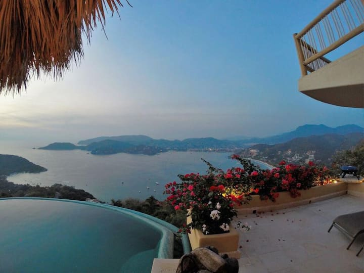 Casa Rumi - Stunning Views of Zihua Bay in Exclusive Cerro del Vigia