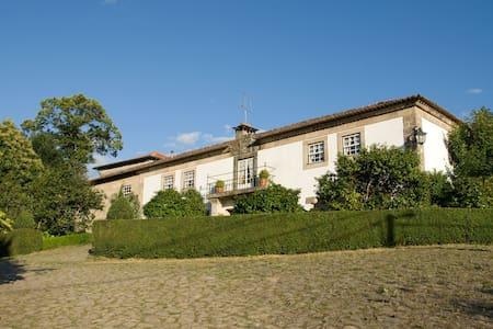 Casa Santa Eulália - apartamentos em espaço rural - Atei