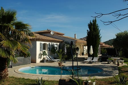 Luxe Villa met privé zwembad en 360 uitzicht - Pouzolles - วิลล่า