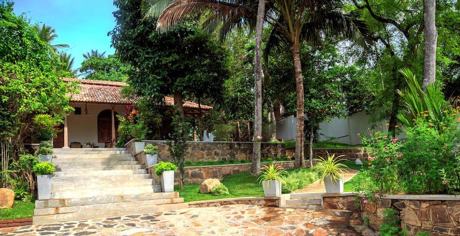 Lali Villa Galle - Deluxe Double Room