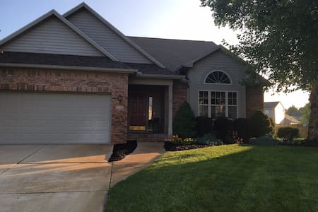 Complete 4-bedroom house, 8 mins to Purdue - Lafayette - Hus