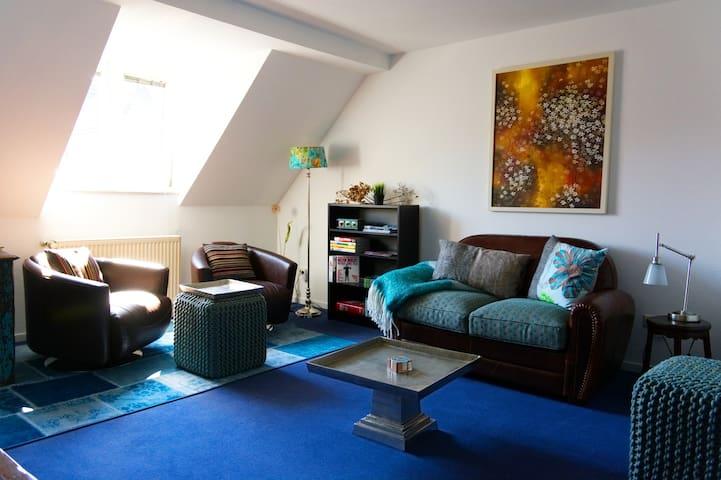 Modern lovingly designed apartment (all amenities)