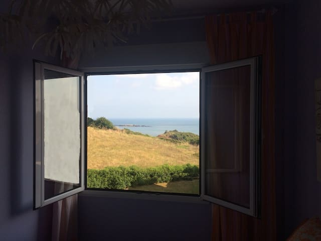 Bonita habitación con vistas al Mar