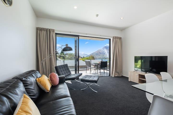 Brookside Gem - Modern 2 Bedroom Apartment