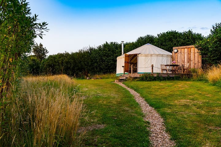 Russet: Luxury ensuite Yurt with Hot-Tub, Bridport