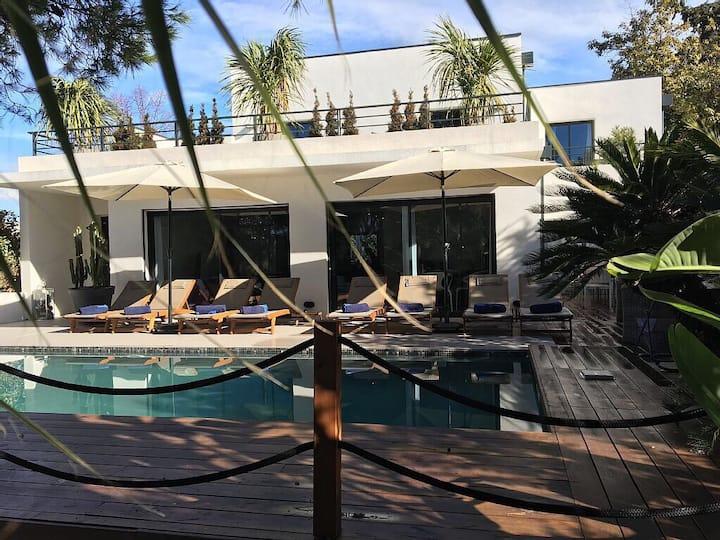 villa à 5mn pied plage, shop, piscine chauffée spa