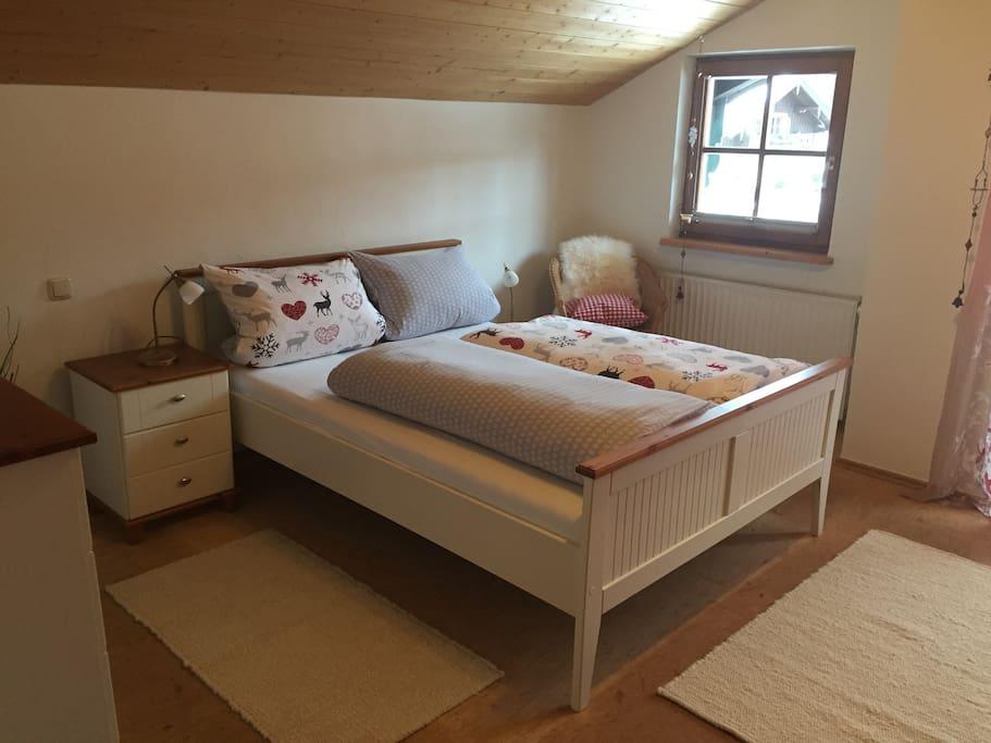 Schlafzimmer mit Aussicht auf den Rauschberg