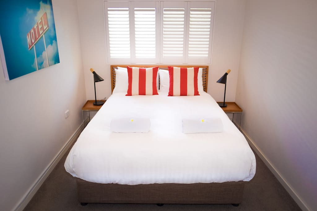 Cottesloe Parkside on the Beach - bedroom with Queen bed