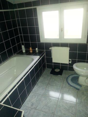 Chambre pour 2 pers.avec WC et bain