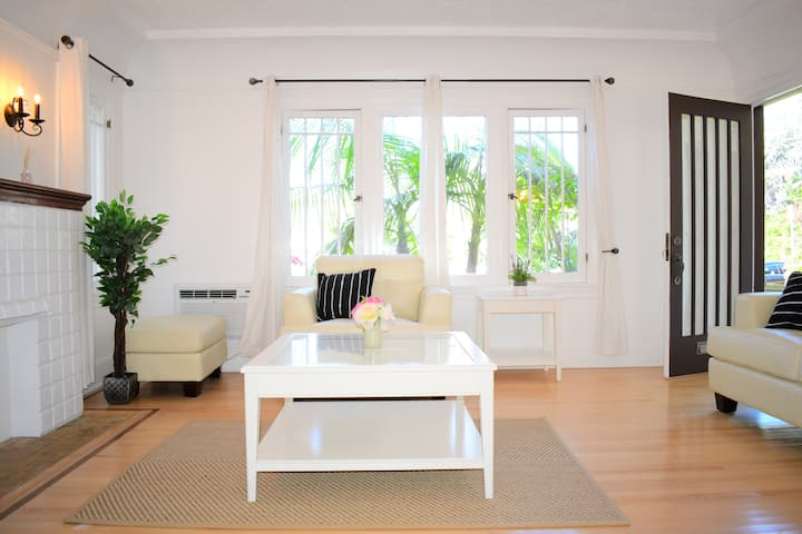 Charming Santa Monica 2 Bd/ 2 ba 5 Th and Montana