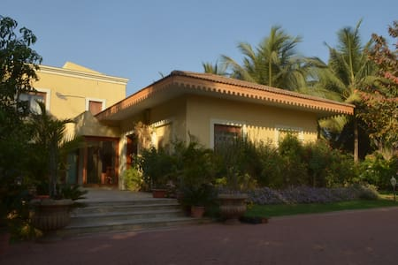 Luxury 5 bedroom by the beach - Sasawane - Bungalow